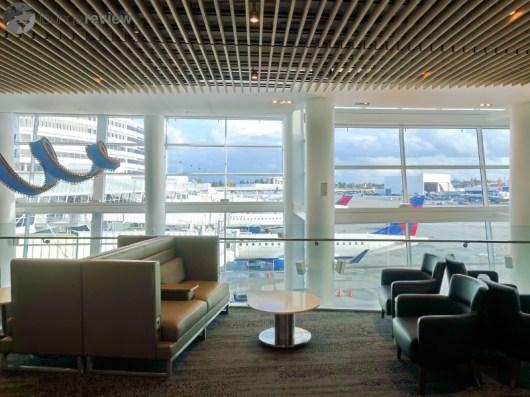 SEA-delta-sky-club-sea-concourse-a-b-00041