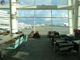 SEA-delta-sky-club-sea-concourse-a-b-00281