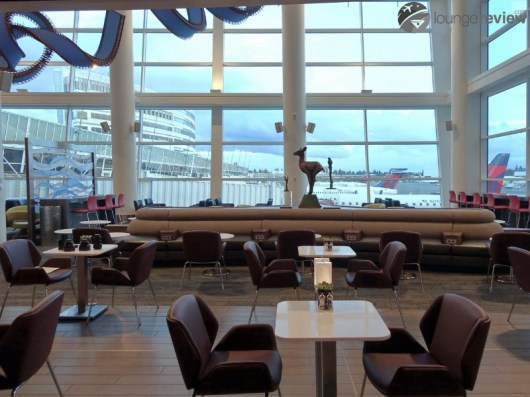 SEA-delta-sky-club-sea-concourse-a-b-00348