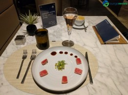United Polaris Lounge Chicago O'Hare restaurant service: Seared tuna tataki
