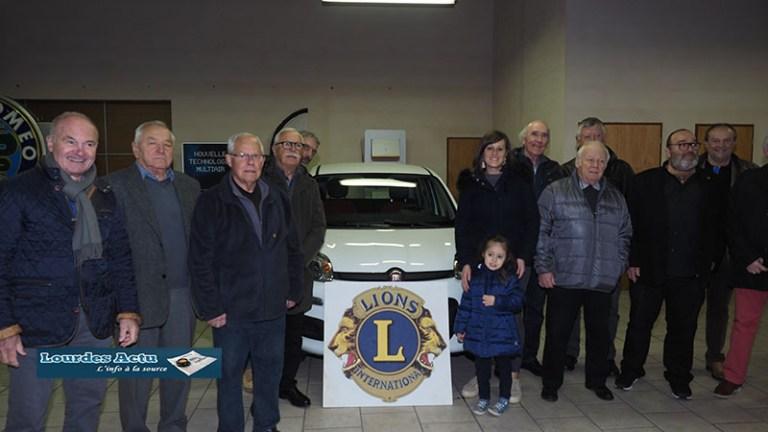 Maxi Loto du Cancer : la gagnante reçoit sa voiture