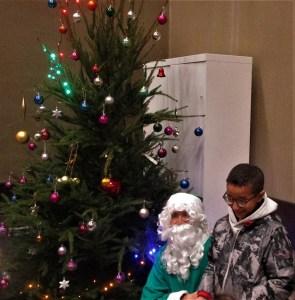 Lourdes : bel Arbre de Noël du Secours populaire