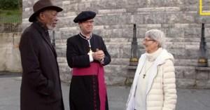 Lourdes : Morgan Freeman rencontre sœur Bernadette, miraculée de Lourdes