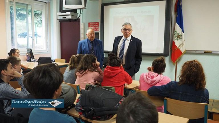 Lourdes : les élèves du collège de Sarsan attentifs à l'histoire du Drapeau français