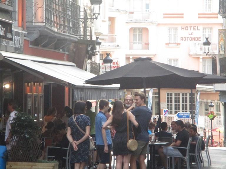 Lourdes : en fin de semaine les rues du centre-ville deviennent piétonnes…que du bonheur !