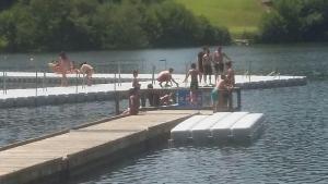 Lourdes : chaleur, baignade, loisirs nautiques, farniente au Lac