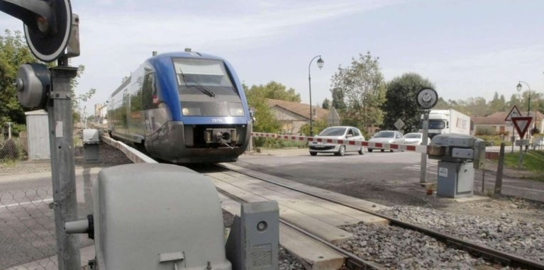 Ossun : une automobiliste de 86 ans meurt percutée par un train au passage à niveau
