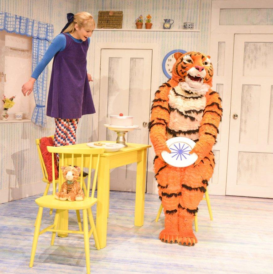Jocelyn Zackon (Sophie), David Scotland (Tiger)