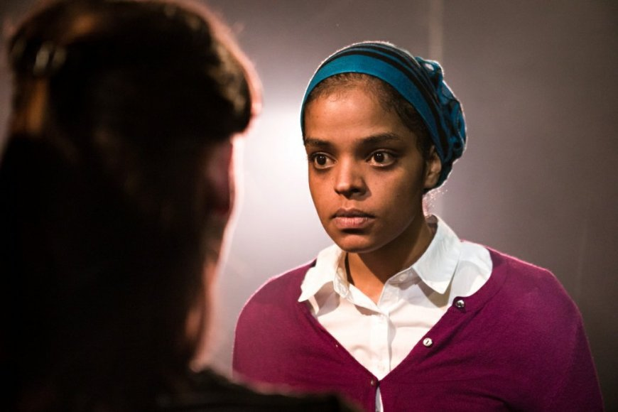 Naima Swaleh as Amina in The Glass Will Shatter