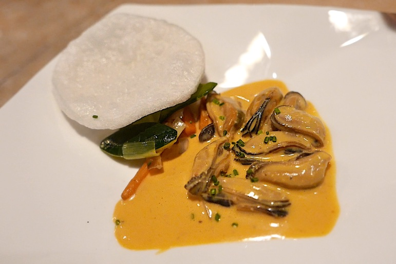 Steamed Mussels, Balinese curry sauce, vegetables