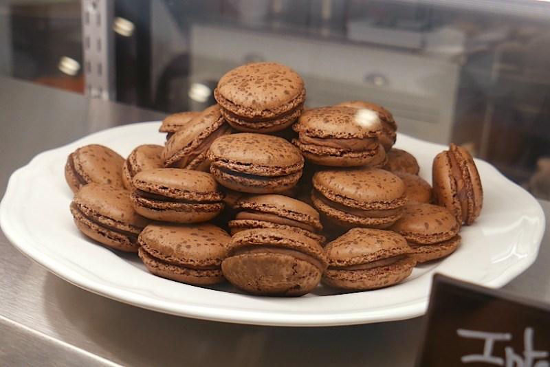 Intense Valrhona Chocolate Macaroon