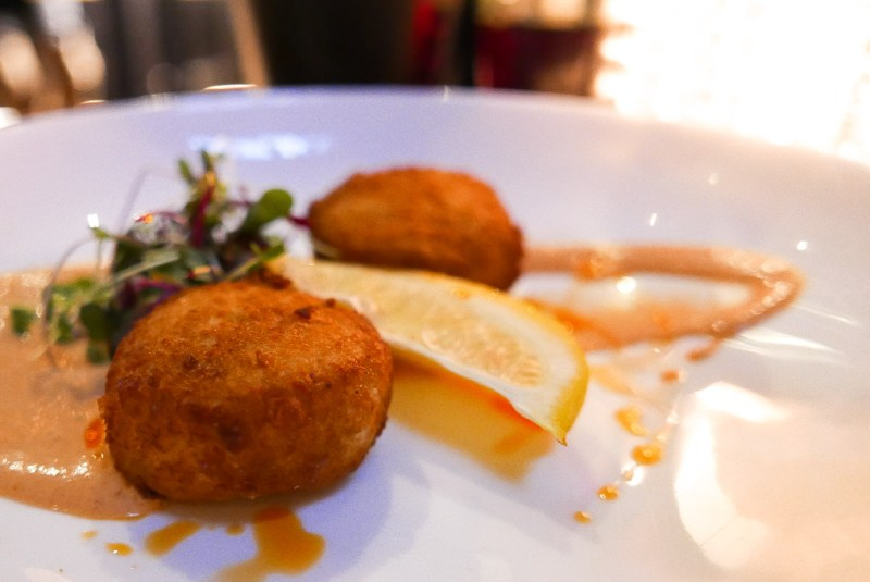 Crabcakes at Bar 1806