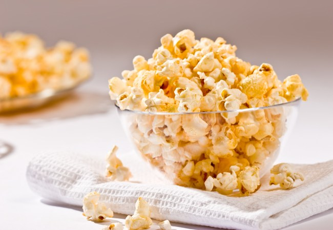 food serias: popcorn on the glass bowl
