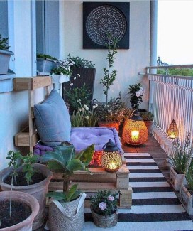 Best Ideas To Change Your Balcony Decor Into A Romantic Design 24