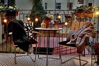 Best Ideas To Change Your Balcony Decor Into A Romantic Design 28