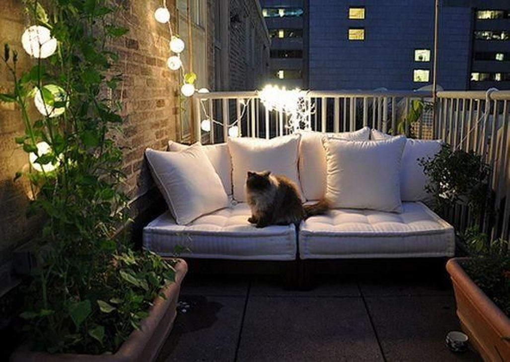 Best Ideas To Change Your Balcony Decor Into A Romantic Design 47