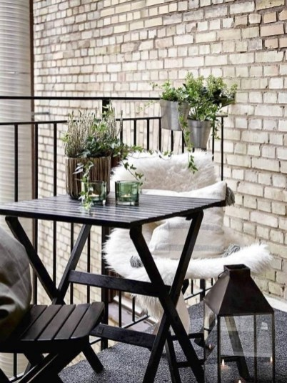 Best Ideas To Change Your Balcony Decor Into A Romantic Design 50