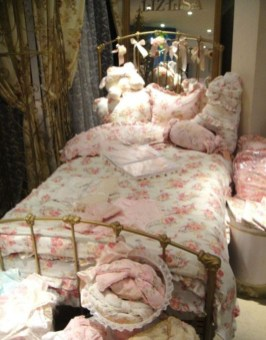 Cute Shabby Chic Bedroom Design Ideas For Your Daughter 23