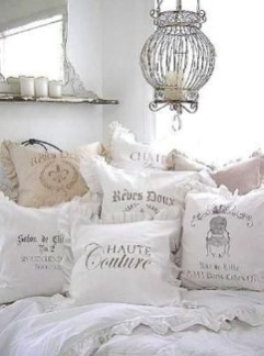 Cute Shabby Chic Bedroom Design Ideas For Your Daughter 44