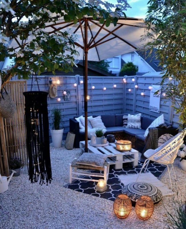 Stunning Balcony Decoration Ideas With Seating Areas 25