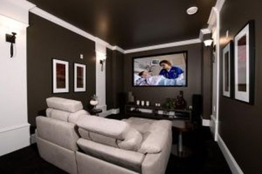Best Small Movie Room Design For Your Happiness Family 48