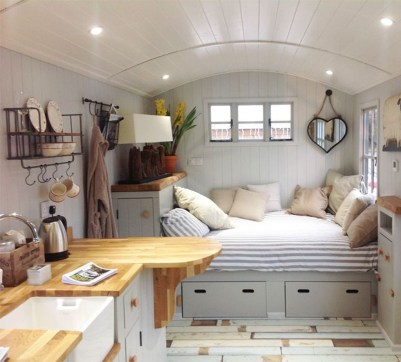 Classy Summer House Ideas For Home Interior 29