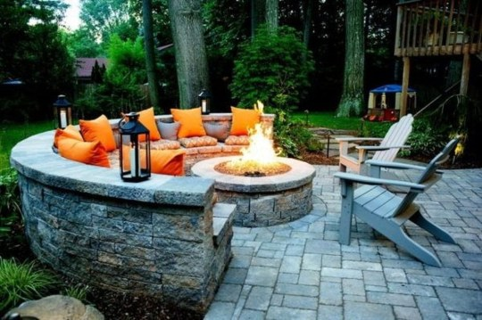 Marvelous Outdoor Fire Pit Ideas To Enjoying This Summer 23