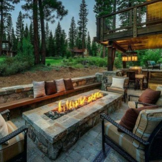 Marvelous Outdoor Fire Pit Ideas To Enjoying This Summer 37