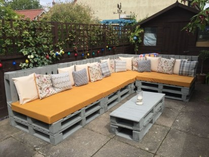 Best DIY Outdoor Furniture Ideas You Can Put In Garden 18