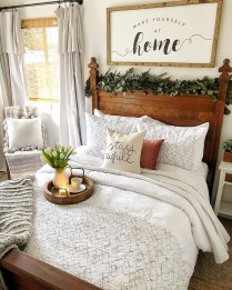 Gorgeous Farmhouse Bedroom Remodel Ideas On A Budget 14
