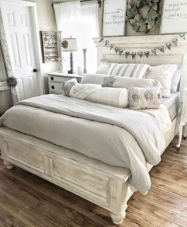 Gorgeous Farmhouse Bedroom Remodel Ideas On A Budget 43