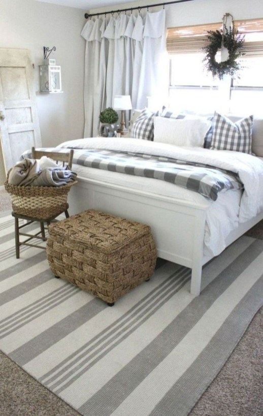 Gorgeous Farmhouse Bedroom Remodel Ideas On A Budget 45
