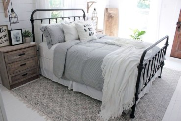 Gorgeous Farmhouse Bedroom Remodel Ideas On A Budget 50