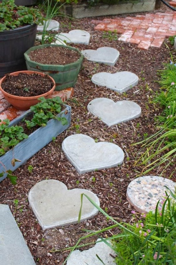 Newest Stepping Stone Pathway Ideas For Your Garden 45
