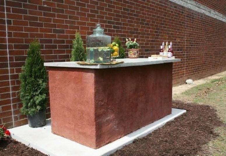 Unusual DIY Outdoor Bar Ideas On A Budget 49