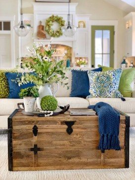 Adorable Colorful Pillow Ideas For Cozy Living Room 25