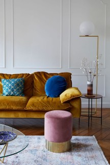 Adorable Colorful Pillow Ideas For Cozy Living Room 32