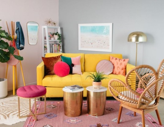 Adorable Colorful Pillow Ideas For Cozy Living Room 43