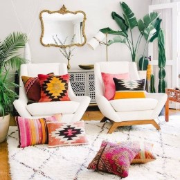 Adorable Colorful Pillow Ideas For Cozy Living Room 44