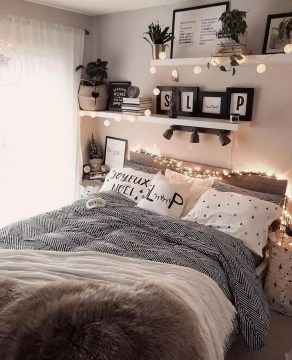 Fabulous DIY Small Bedroom Decoration Ideas On A Budget 24