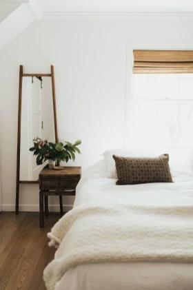 Minimalist Bedroom Decoration Ideas That Looks More Cool 35