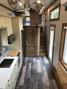 Wonderful Kitchen Cabinets Ideas For Your Tiny House 32