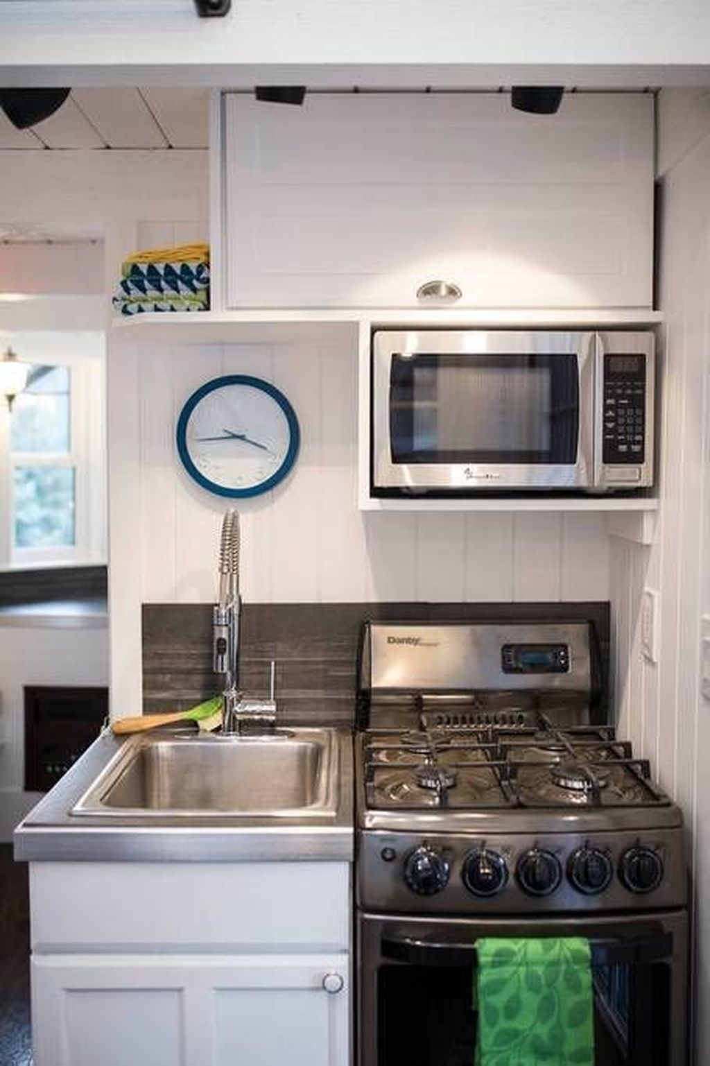 Wonderful Kitchen Cabinets Ideas For Your Tiny House 37