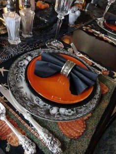 Astonishing Halloween Table Decoration That Perfect For This Year 14