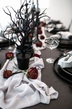 Astonishing Halloween Table Decoration That Perfect For This Year 45