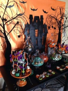 Astonishing Halloween Table Decoration That Perfect For This Year 48