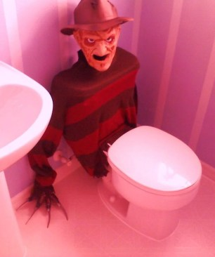 Scary Halloween Decorating Ideas For Your Bathroom 33