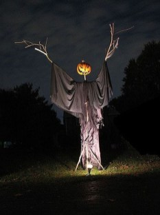 Spooktacular Halloween Outdoor Decoration To Terrify People 10