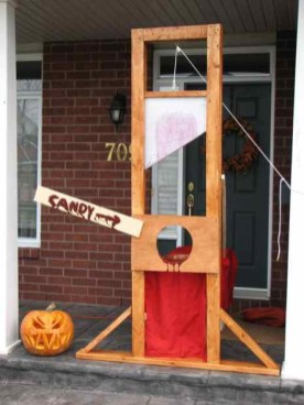 Spooktacular Halloween Outdoor Decoration To Terrify People 17