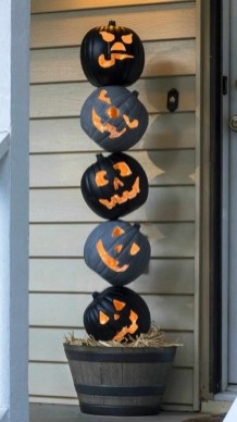 Spooktacular Halloween Outdoor Decoration To Terrify People 40